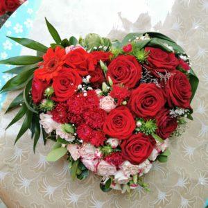 coeur de fleurs à dominante rouge